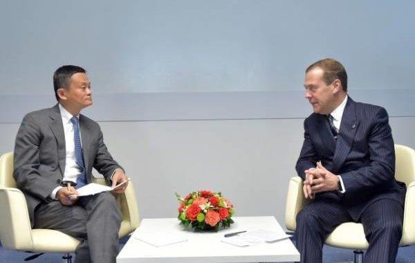 Медведев обсудил перспективы работы компании Alibaba в РФ с ее основателем