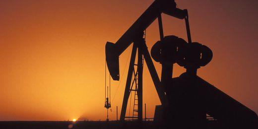Нефтяники США резко сократили добычу сырья