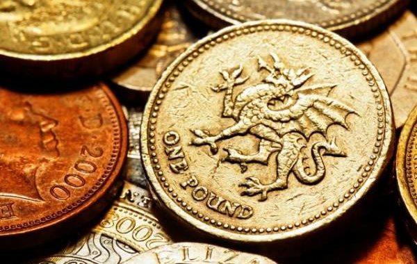 Великобритания вывела из обращения старые монеты в один фунт стерлингов
