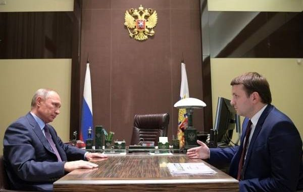 Путин обсудил с Орешкиным экономическую ситуацию в стране