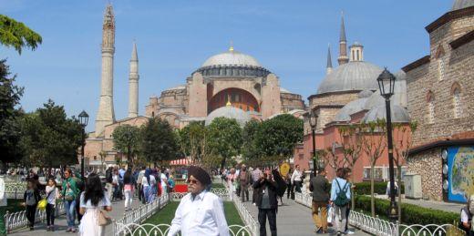 Турция возобновит поставки томатов и перейдет на расчеты в рублях